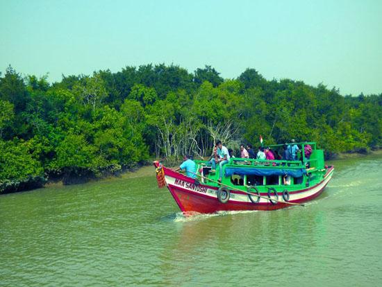 boat riding bhitarkanika